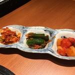 焼肉 金タレ - キムチ3種盛り