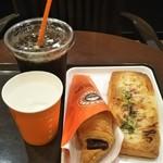 112079571 - ランチメニュー(じゃがバターデニッシュ・チョコクロ)                 アイスコーヒー                 (税抜530円)