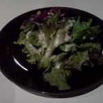 iara - サラダ(メニューによっては、一皿盛りなので、来ないことがあります)
