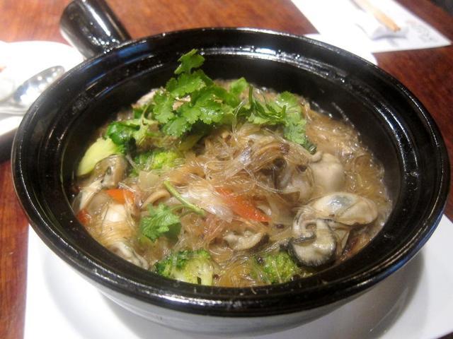 避風塘 みやざわ - 牡蠣と春雨の土鍋煮込み