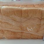 純生食パン工房 ハレパン - タテ10㎝弱。