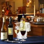 トレシェーナ - 【オプションメニュー】 ボトルワイン販売2,000~3,500円(サ込・税別) 気軽に当店でワインをお楽しみいただけます。世界中の数ある中から、シェフが厳選したワインをお楽しみ ください。
