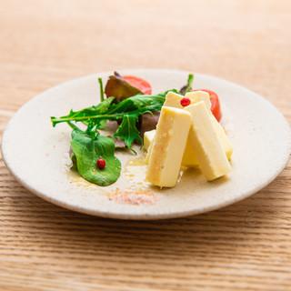 山形県庄内地方の旬の食材を使ったタパス料理