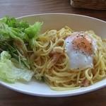 Cafe tenba - 【カルボナーラ】ワンプレートの中に、サラダがあるのってなんだかお得感♪女子には嬉しい量♪