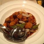 11209383 - 白身魚とホタテの黒酢炒め