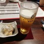 鉄板×肉バル ぶるじょわ - ①お通しとビール