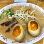 西食 - 特製煮卵チャーシュー麺 830円