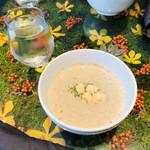 ノム コウベ - ちょっぴり残念だったコールドスープ。夏だからいいけどね。暖かいのが飲みたかった( ̄▽ ̄;)