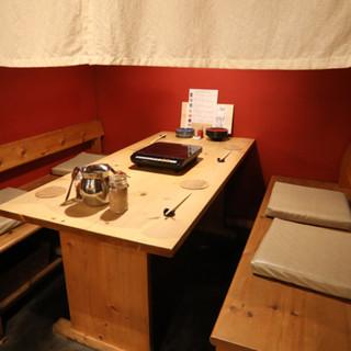 京町家風の外観と、和の落ち着いた空間が広がります。