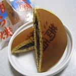 満願堂 - 栗入りどら焼き210円