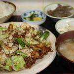 松鶴 - ホイコーロー定食 ¥700 一眼レフで撮影