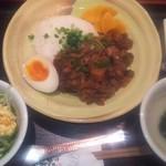 琉球・梅酒ダイニング てぃーだ - 料理写真:ランチ魯肉飯 880円