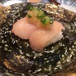 とり焼 番鳥 - 鳥寿司。大根の辛味しか感じませんでした(笑)