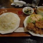 カフェビアンコ - 鶏のから揚げランチでございます