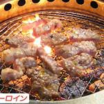 炭火焼肉 じゃんぼ - 豚肉とは思えぬ柔らかさ。脂の旨味たっぷり。