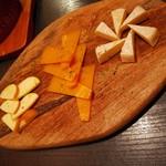 A4和牛 濃厚チーズ 川崎アモーレ - チーズの三種盛り( ´∀` )b