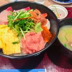 活鮮市場 - 自慢の活鮮丼 1,000円