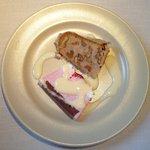 11213164 - 本日のランチ 1890円 の苺のムースとマロンとクルミのバターケーキの2種盛り