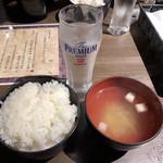 肉バル 東京グリルセンター - 味噌汁じゃなくてコンソメスープ