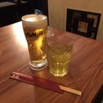 112148291 - サービスの緑茶とビール(*´ω`*)