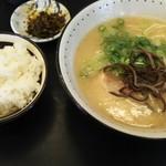 112148550 - ラーメン ライス  650円  辛子高菜は セルフサービス