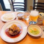 ターボー 80 - チキンソテー1,080円、缶ビール540円