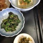 新日本料理 美正 - この菜の花の胡麻和え?がしっかり胡麻味で美味しかった。◎ 冷や奴◯。辛く無い高菜みたいなのは△+