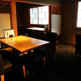 2階テーブル席は貸切利用も可能。(15名~30名様まで)