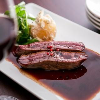 お肉屋さんの多彩な肉料理コース7品飲み放付¥5000