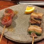 鶏飯 広小路バード - トマトベーコン、豚ねぎま(塩)。サイズは小ぶり。