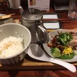 鶏飯 広小路バード - 奄美群島の郷土料理、鶏飯。そのままでも、ポットの鶏スープでお茶漬けにしてもよし。
