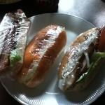 ブルク 手作りパン - 左からハムカツ、ポテトサラダ、タンドリーチキン