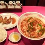桝元 - 辛麺とCセット(餃子3ケ+ご飯+漬け物)