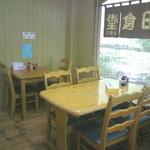 前田食堂 - テーブル席