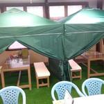 ありが島 海の家 - 内観写真:タープテントの中でゆっくりお食事できます。