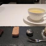 オーグードゥジュール メルヴェイユ 博多 - 小菓子とレモングラスティー