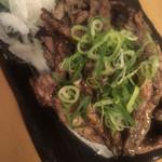 熟成魚と日本酒と藁焼き 中権丸 - せせり藁焼き