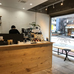 BENCH COFFEE STAND - 店内