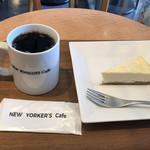 NEW YORKER'S Cafe - NYチーズケーキとブレンドコーヒーMサイズで780円