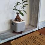 ZABO CAFE - 2名用テーブルのオブジェ