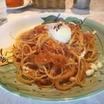 フォーコ ドルチェ - 温泉玉子とモッツァレラチーズのミートソース 大盛 1,000円(税込)