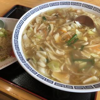豚珍館 - 料理写真:ちゃんぽん♪ 700円 (+200円でやきめし(小)付き)