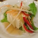 ジャスミン タイ - JASMINE THAI 八重洲店 チキングリーンカレーに付く豆腐サラダ