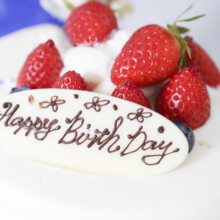 記念日には特製の肉ケーキを。サプライズのお祝いにもピッタリ♪