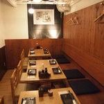 こうじや麹町本店 - 明るい店内です。設えは、女性にもご好評頂いております。
