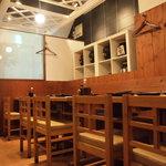 こうじや麹町本店 - 甕仕込みの焼酎もご用意しています。