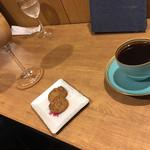 カフェ ロストロ - カフェモカとブラックコーヒー