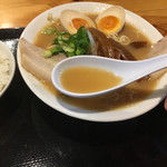 まる福 - 豚骨スープ
