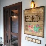 カフェダイニングBOND - 入口(看板は手作り)
