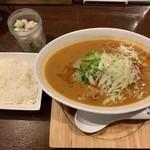 KUH - 牛バラ肉とナムルの胡麻香るスープカレー